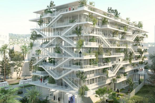 Здание с деревьями на балконах
